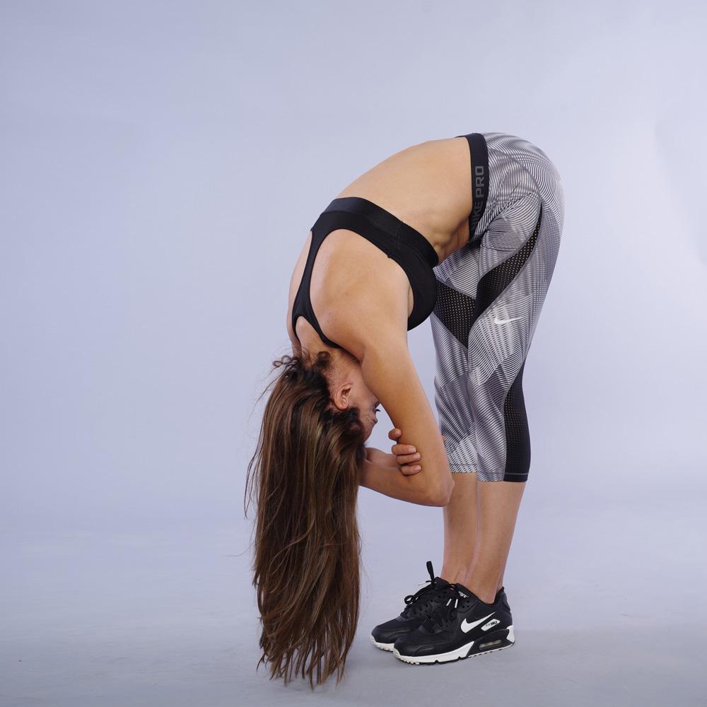 Stretching za zadno bedro ot stoej